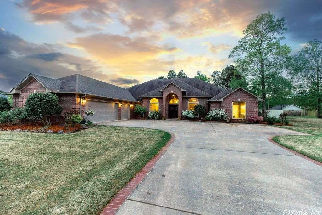 Photo for 10 Colony Cove, White Hall, AR 71602 (MLS # 21011360)