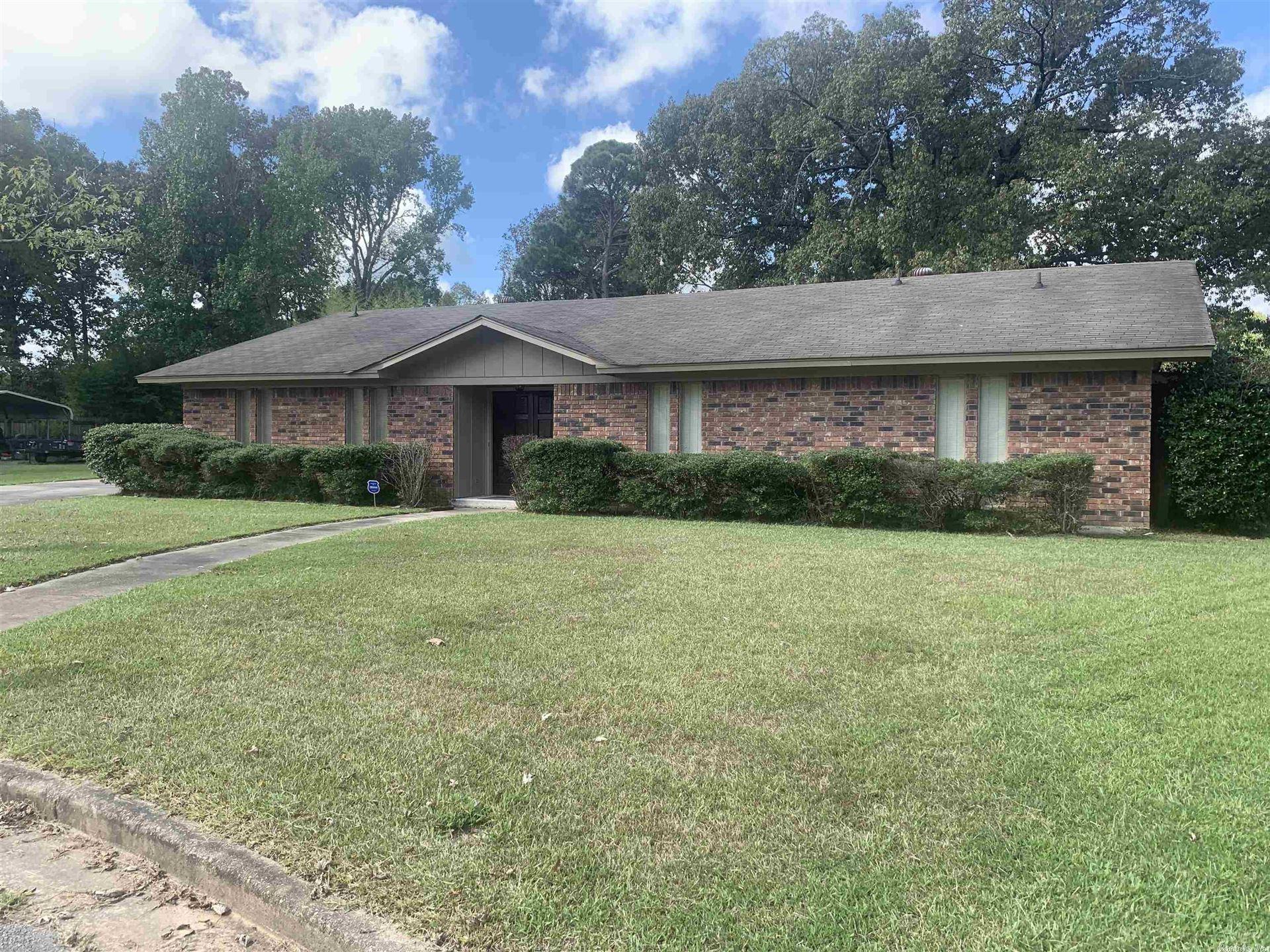 Photo for 10 Lakewood Lane, Pine Bluff, AR 71602 (MLS # 21030819)