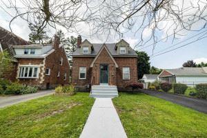 Photo of 1487 LEXINGTON AV, Schenectady, NY 12309-5210 (MLS # 202124064)