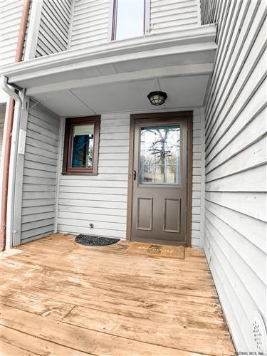Photo of 250 WOODSCAPE DR, Guilderland TOV, NY 12203-5606 (MLS # 202111085)