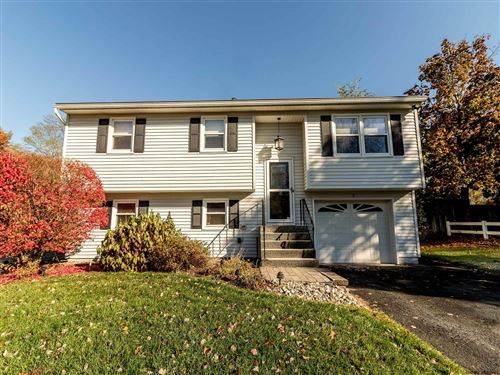 Photo of 7 MAPLE DR, Colonie, NY 12205 (MLS # 202032567)