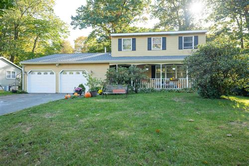 Photo of 39 WILSHIRE DR, Colonie, NY 12205 (MLS # 202130622)