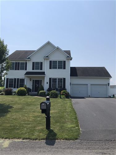 Photo of 14 CHARTERPOINT RD, Colonie TOV, NY 12189 (MLS # 202124688)