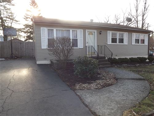 Photo of 62 FULLERTON AV, Colonie TOV, NY 12304 (MLS # 202010776)