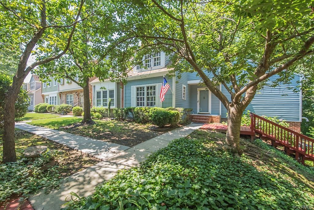 Photo for 16 Brandywine Court #16, Colonial Heights, VA 23834 (MLS # 2018476)