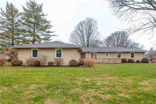 Photo of 895 Lincolnshire Drive, Troy, OH 45373 (MLS # 810170)