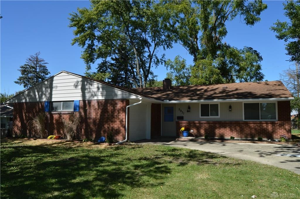 Photo for 5931 Chambersburg Road, Huber Heights, OH 45424 (MLS # 826367)
