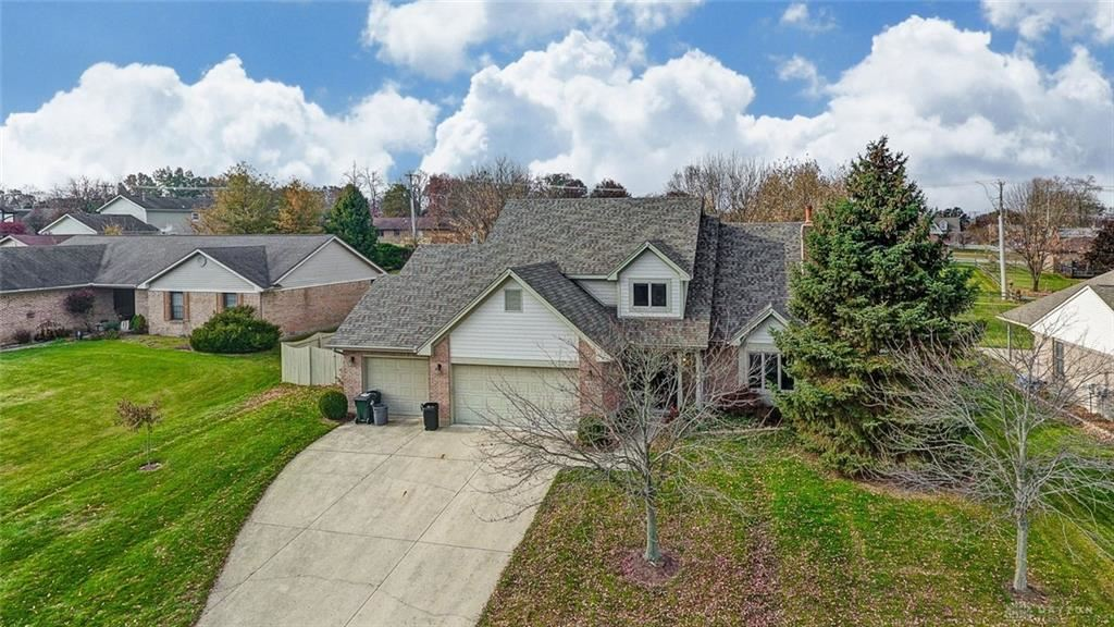 Photo for 1035 Woods View Court, Miamisburg, OH 45342 (MLS # 806565)