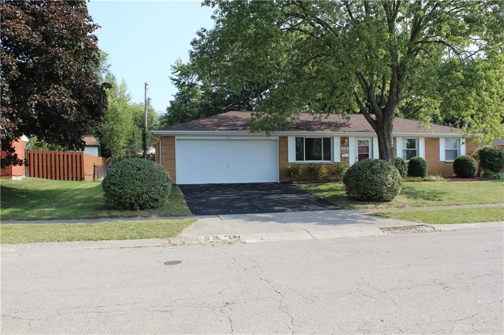 Photo for 7770 Remmick Lane, Huber Heights, OH 45424 (MLS # 826804)
