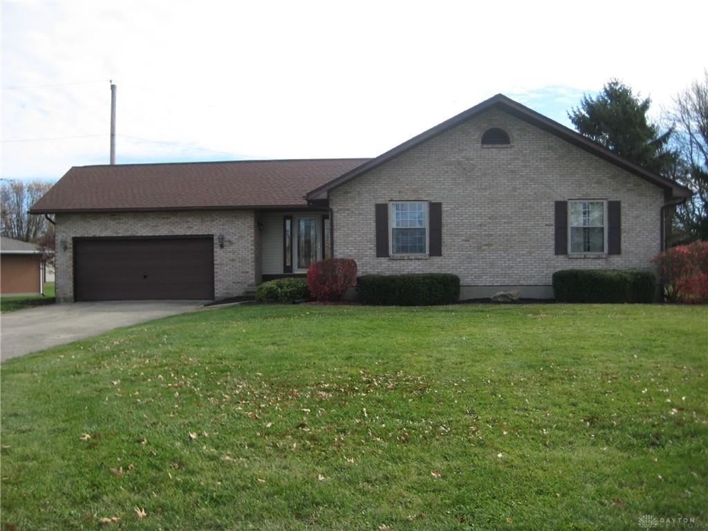 Photo for 755 Hillcrest Drive, Eaton, OH 45320 (MLS # 829881)