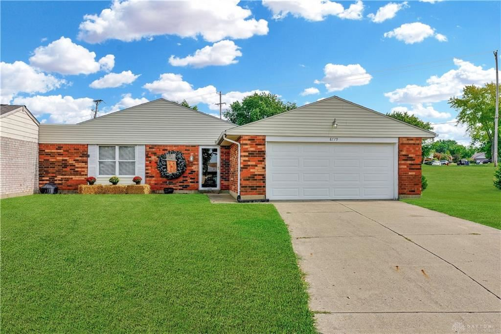 Photo for 8779 Mardi Gras Drive, Huber Heights, OH 45424 (MLS # 825918)
