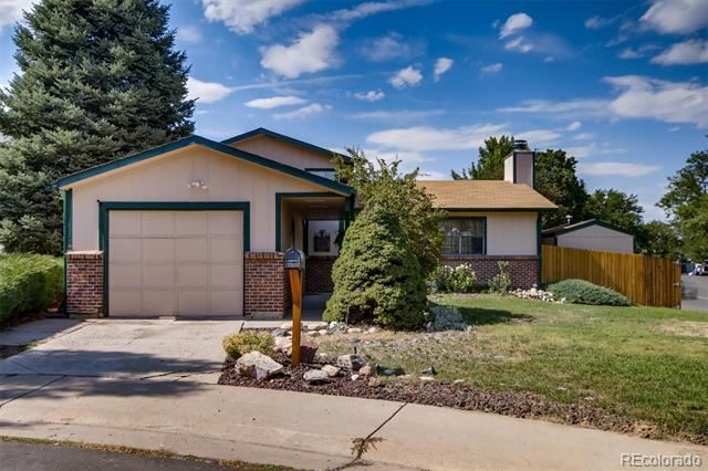 Photo of 2221 South Oakland Way, Aurora, CO 80014 (MLS # 7968004)
