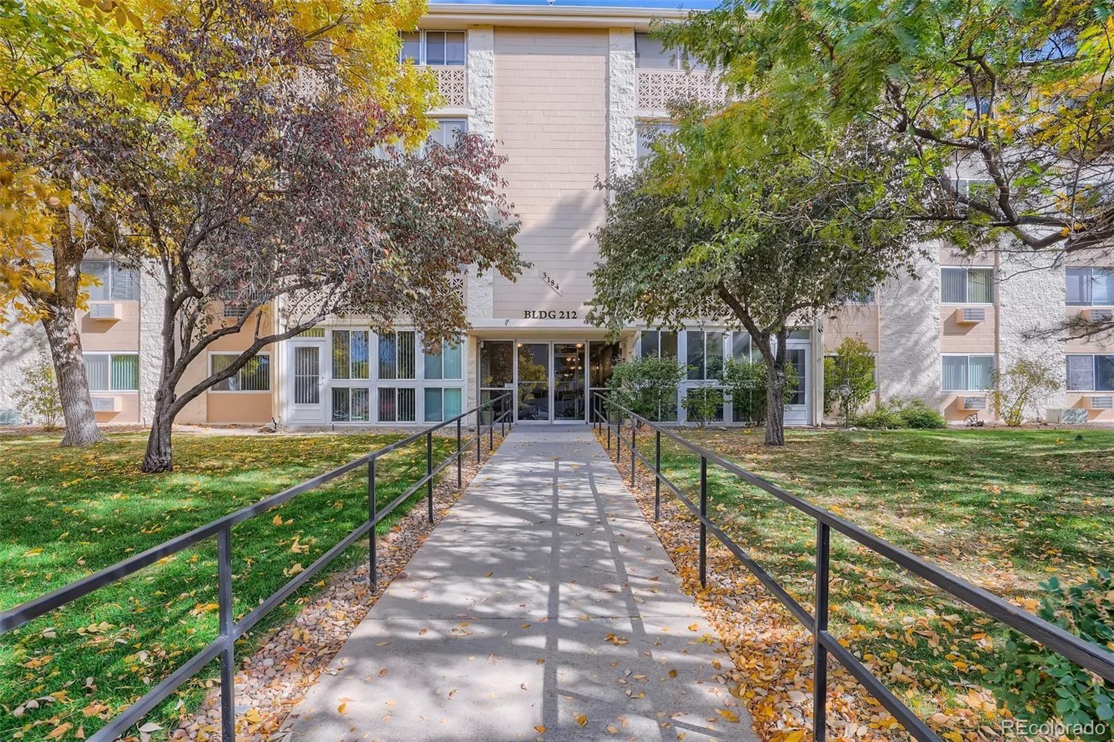 Photo of 3184 S Heather Gardens Way #403, Aurora, CO 80014 (MLS # 1576685)