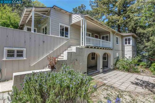 Photo of 28 Camino Encinas, ORINDA, CA 94563 (MLS # 40946006)