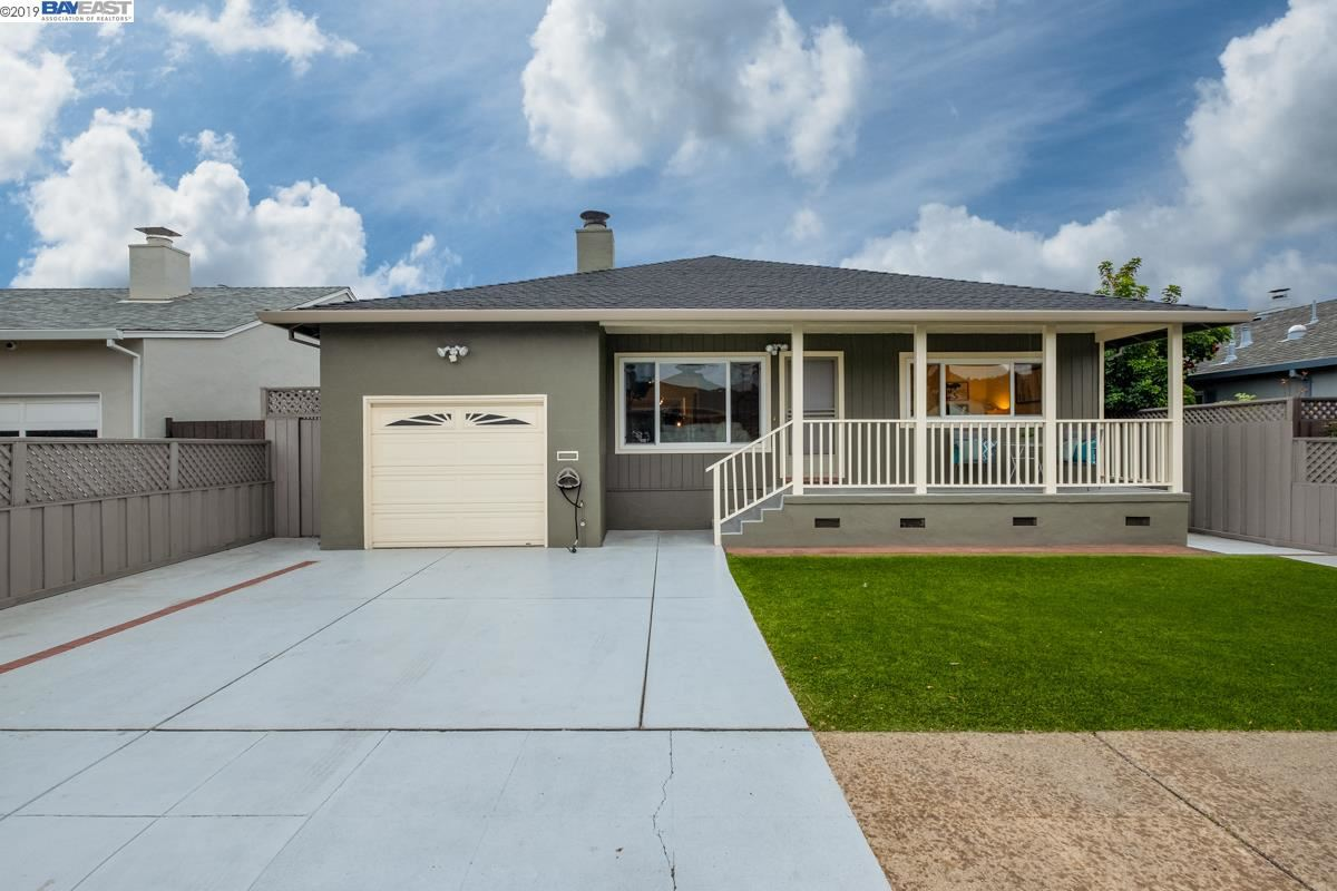 Photo for 3655 Oso St, SAN MATEO, CA 94403-3517 (MLS # 40890006)