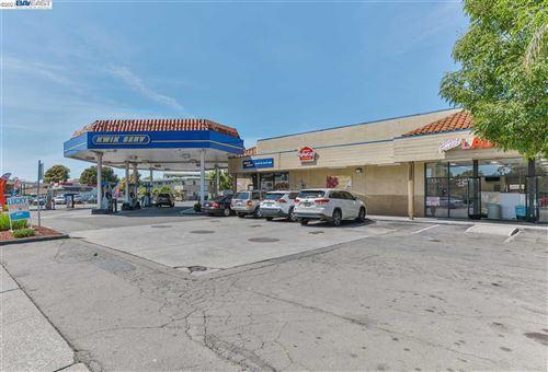 Photo of 2701 El Portal Dr, SAN PABLO, CA 94806 (MLS # 40948007)