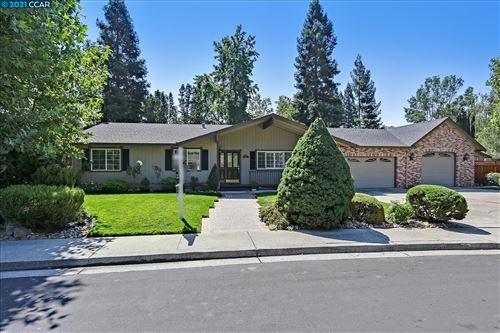 Photo of 527 Old Farm Rd, DANVILLE, CA 94526 (MLS # 40965009)