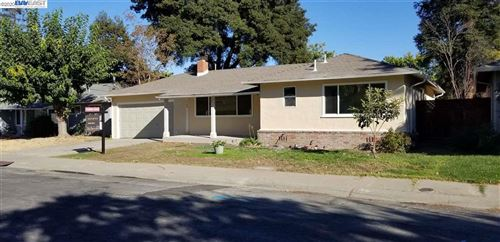 Photo of 3248 Fitzpatrick Dr, CONCORD, CA 94519 (MLS # 40930013)