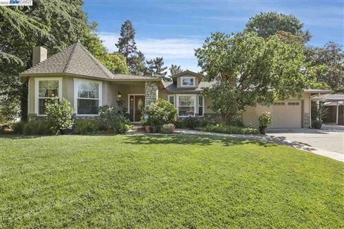 Photo of 12 Briarwood Ct, WALNUT CREEK, CA 94597 (MLS # 40957018)