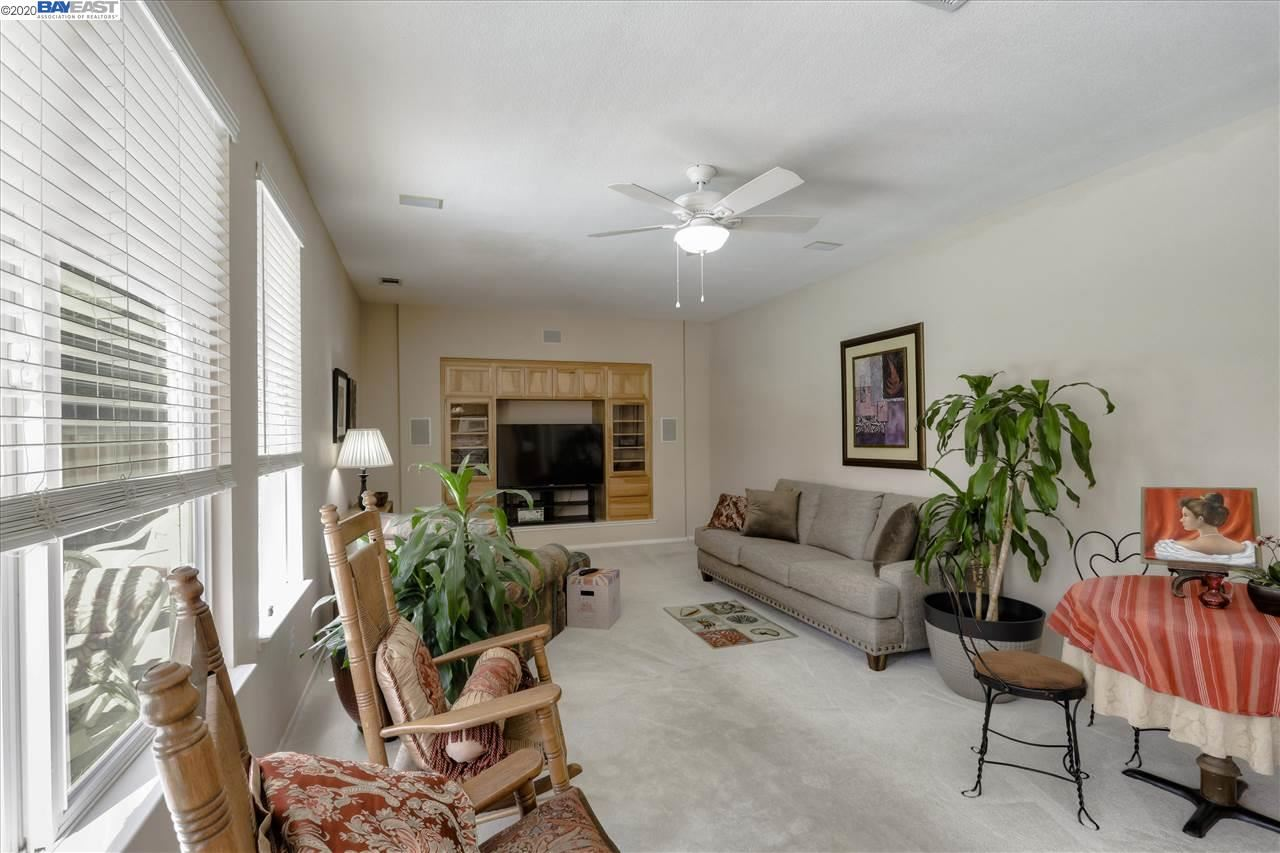 Photo of 731 Sunlight Dr, BRENTWOOD, CA 94513 (MLS # 40906019)