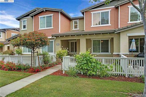 Photo of 1312 Cobblestone Ln, SAN LORENZO, CA 94580 (MLS # 40906025)