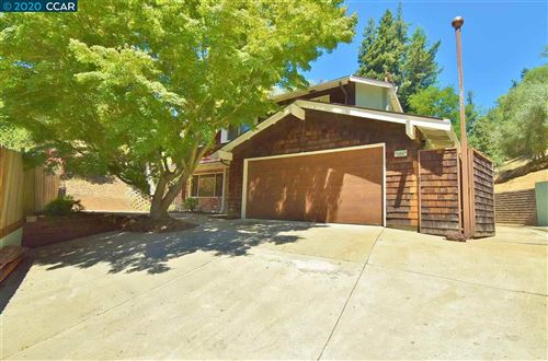 Photo of 5771 Mountain Ct, CASTRO VALLEY, CA 94552 (MLS # 40912030)