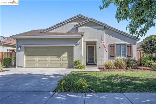 Photo of 2124 Harborage Way, OAKLEY, CA 94561 (MLS # 40953031)
