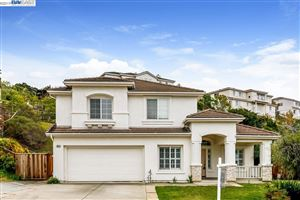 Photo of 29928 Red Maple Ct, HAYWARD, CA 94544 (MLS # 40858033)