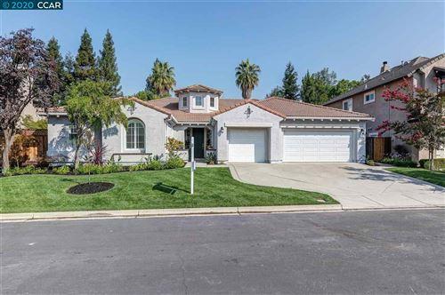 Photo of 135 Shelterwood Ln, DANVILLE, CA 94506 (MLS # 40922044)