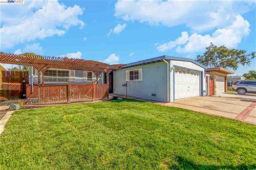 Photo of 28434 Rochelle Ave, HAYWARD, CA 94544 (MLS # 40926046)