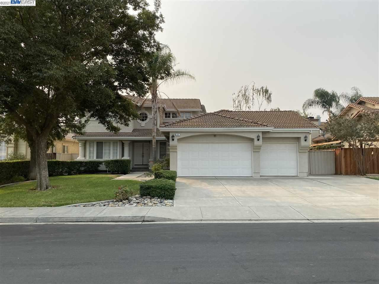 Photo of 422 Madrone Pl, BRENTWOOD, CA 94513 (MLS # 40961046)