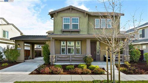 Photo of 1082 S Vecindad St, MOUNTAIN HOUSE, CA 95391 (MLS # 40934063)