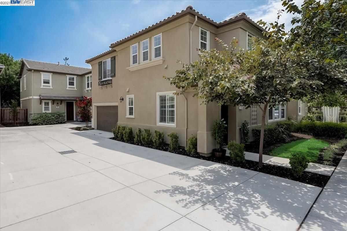 Photo of 316 Macarthur Way, BRENTWOOD, CA 94513 (MLS # 40960063)