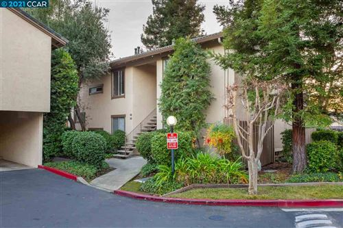 Photo of 2730 Oak Rd #26, WALNUT CREEK, CA 94597 (MLS # 40934064)