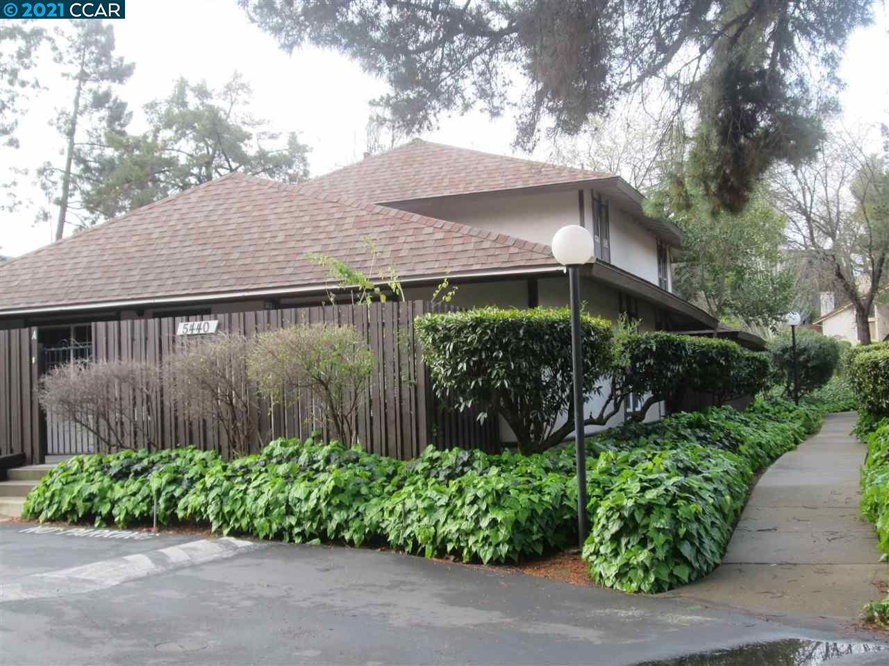 Photo of 5440 Roundtree Ct #B, CONCORD, CA 94521 (MLS # 40942071)