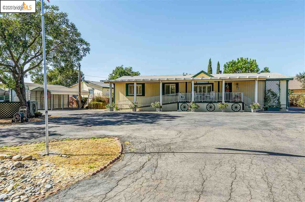 Photo of 2337 Windy Springs Ln, BRENTWOOD, CA 94513 (MLS # 40926072)