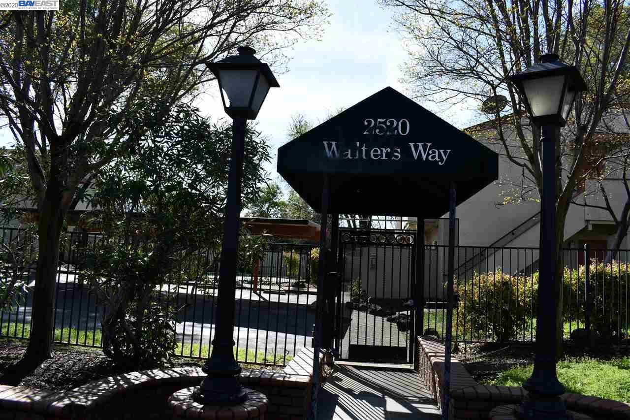 Photo of 2520 Walters Way #22, CONCORD, CA 94520 (MLS # 40904076)