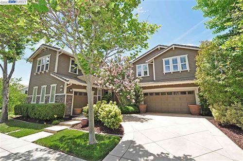 Photo of 678 W Pasadena Ave, MOUNTAIN HOUSE, CA 95391 (MLS # 40907083)