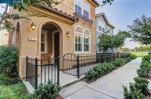 Photo of 818 Queen Palm Ln, BRENTWOOD, CA 94513 (MLS # 40923087)