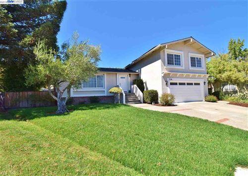 Photo of 136 Wilton Place, SAN RAMON, CA 94583 (MLS # 40838089)