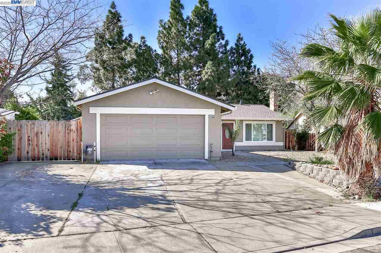 Photo for 2233 Hamlin Dr, ANTIOCH, CA 94509 (MLS # 40901090)