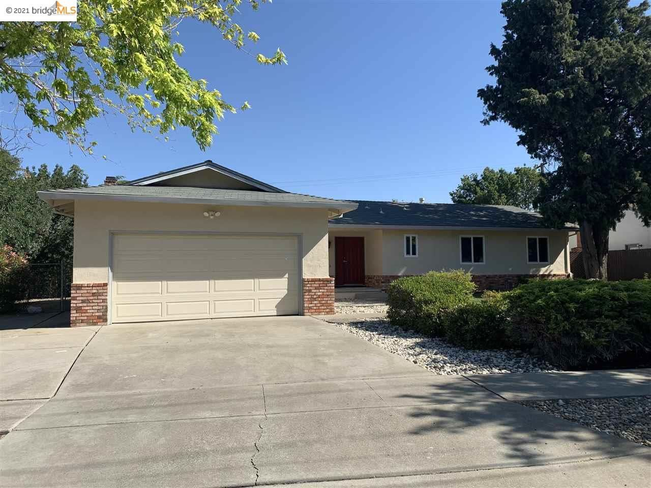 Photo of 101 Ridgerock Dr, ANTIOCH, CA 94509 (MLS # 40949091)