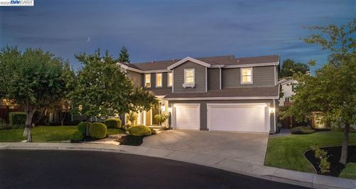 Photo of 340 Mullin Ct, PLEASANTON, CA 94566-8118 (MLS # 40926094)