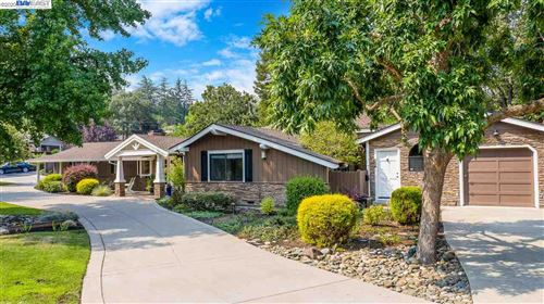 Photo of 325 Crest Ave, ALAMO, CA 94507 (MLS # 40919096)