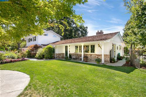Photo of 3185 Old Tunnel Rd, LAFAYETTE, CA 94549 (MLS # 40967096)