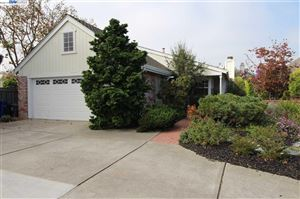 Photo of 245 Inverness Ct, ALAMEDA, CA 94502 (MLS # 40886097)