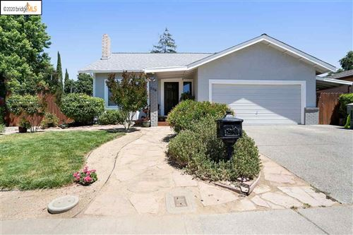 Photo of 556 Greenwood Dr, VACAVILLE, CA 95687 (MLS # 40906097)