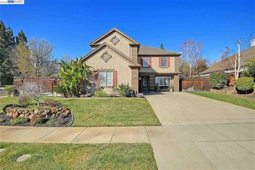 Photo of 928 Dickens Ct, LIVERMORE, CA 94551 (MLS # 40897100)