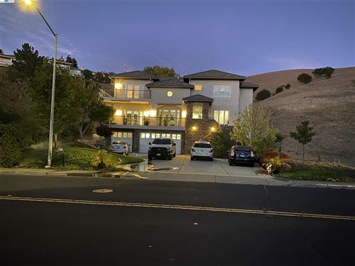 Photo of 2292 Bennington Dr, Vallejo, CA 94591 (MLS # 40971100)
