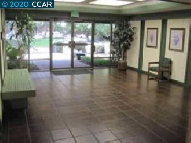 Photo of 3093 Citrus Circle #125, WALNUT CREEK, CA 94598 (MLS # 40907102)